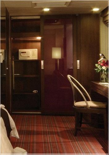 desain-lemari-pakain-hotel
