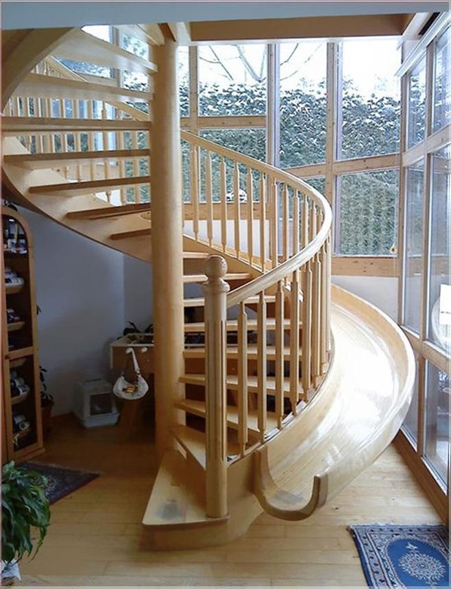 tangga dan luncuran spiral