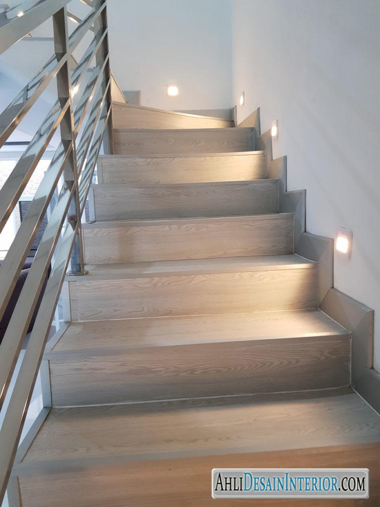 vinyl-floor-untuk-tangga