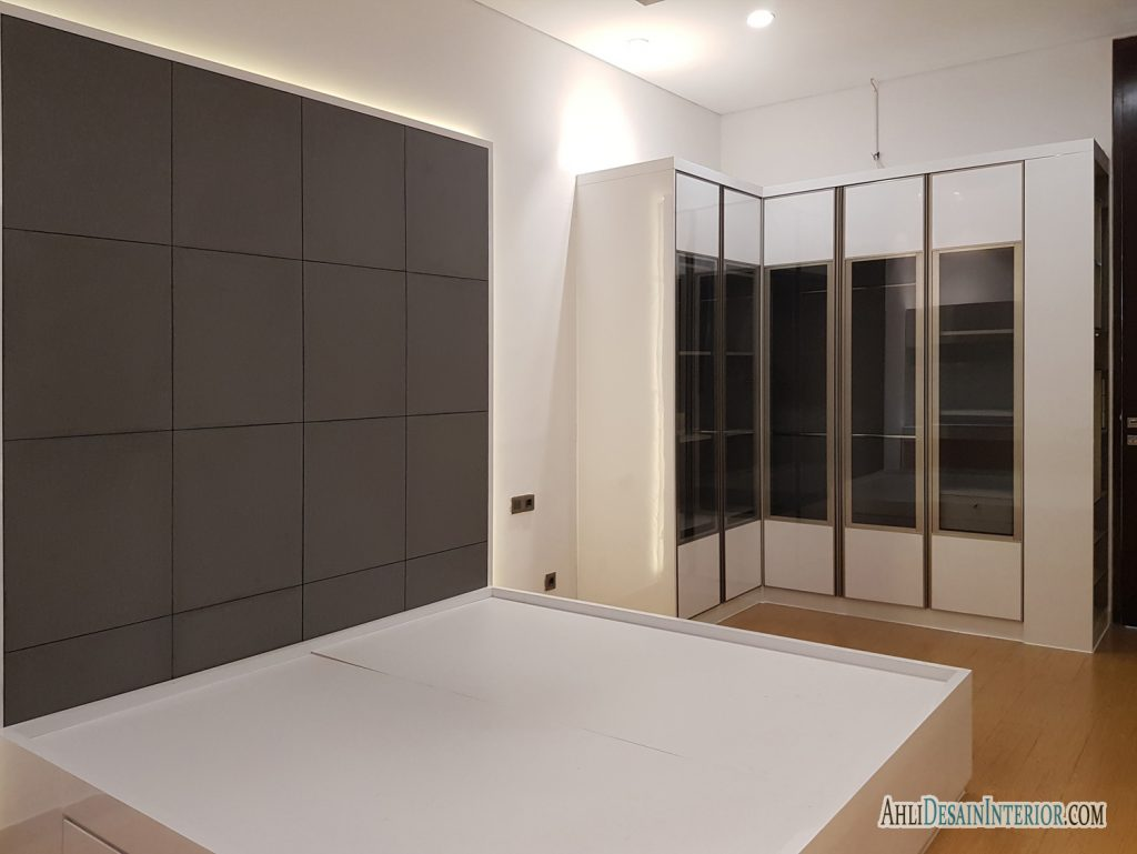 desain kamar tidur putih abu abu