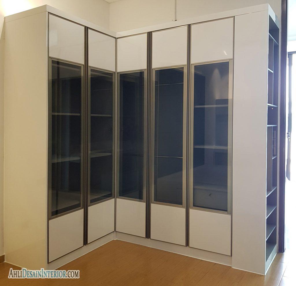 lemari putih abu abu