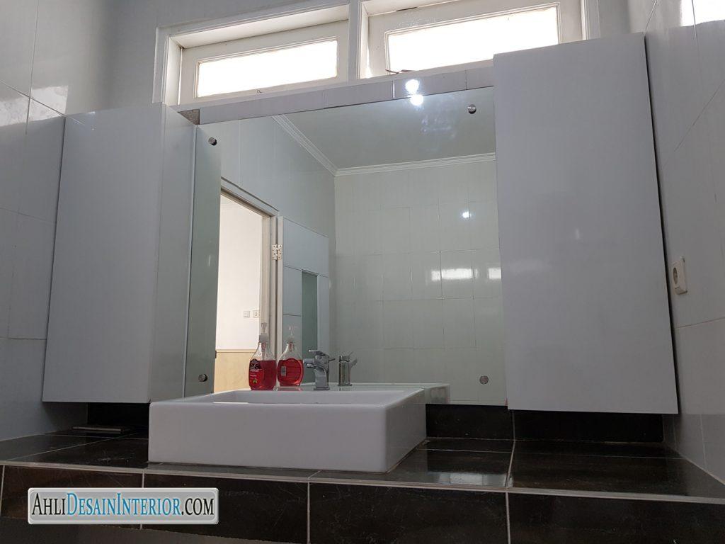 renovasi kamar mandi tampak siring